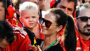 Kimi Räikkönens son Robin och fru Minttu har följt tävlingar på plats.