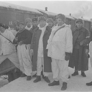15.2.1940 Täydennysmiehiä matkalla rintamalle Lohjan asemalla
