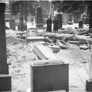 13.1.1940 Tampereen hautausmaa pommituksen jälkeen.