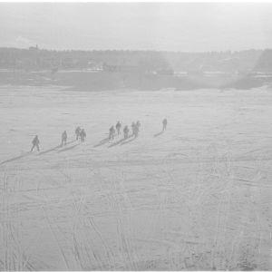 18.2.1940 Ilmatorjuntapartio menossa vartiopaikalleen Rovaniemen Ounasvaaralle