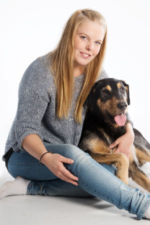 Edit Suominen och hennes hund Lemmy.