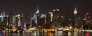 Manhattanin valot yöllä.
