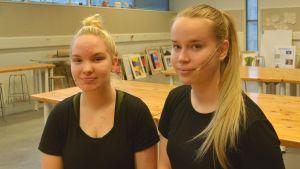 Bella Paasimäki och Fanny Kesti går tredje året på Vasa övningsskolas gymnasium.