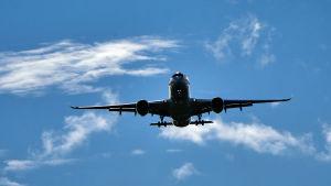 Laskeutuva lentokone
