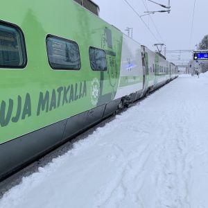 Juna Kajaanin rautatieasemalla