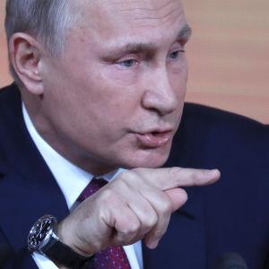 Vladimir Putin under torsdagens presskonferens.