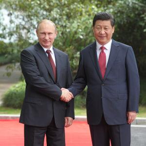 Vladimir Putin och Xi Jinping möttes i Shanghai