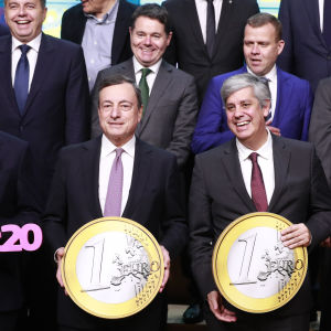 Vid eurogruppens sammanträde i Bryssel den 3 december firades eurons 20 år som valuta.