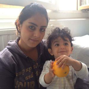 25-åriga Dileimi med sin ettårige son på asylmottagningen i Helsingfors i augusti 2015.