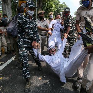Amnesty International har under den senaste tiden varit kritisk mot regeringens och polisens hårda tag gentemot fredliga demonstranter i  New Delhi och andra storstäder.