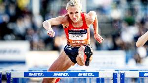 Annimari Korte och Reetta Hurske i farten under Kalevaspelen 2020.