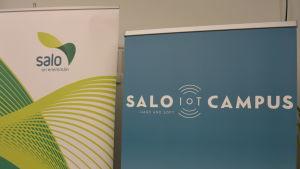 Salo stads och Salo IoT Campus logotyper på varsin stand.