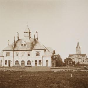 Järnvägsstationen i Lovisa. Bilden är tagen någongång mellan år 1908-1910