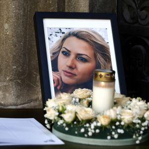 Den mördade tv-journalisten Viktoria Marinova begravdes i sin hemstad Rusen på fredag