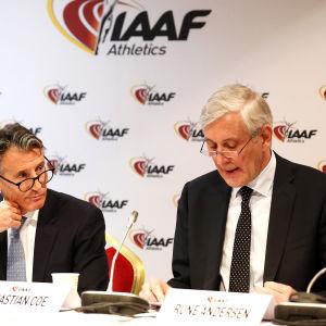 Sebastian Coe och Rune Andersen på presskonferens.