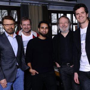 Fr v: Björn Ulvaeus, Christer Björkman, Ash, Benny Andersson och Martin Österdahl.