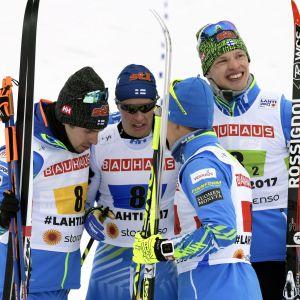 Lari Lehtonen, Matti Heikkinen, Sami Jauhojärvi och Iivo Niskanen blickar framåt.