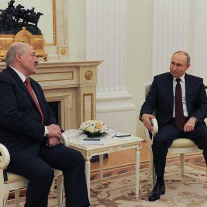 Valko-Venäjän presidentti Aljaksandr Lukašenka ja Venäjän presidentti Vladimir Putin