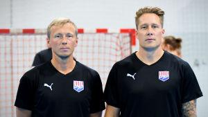 Jac Karlsson och Andreas Rönnberg poserar inför ett träningspass hösten 2019.