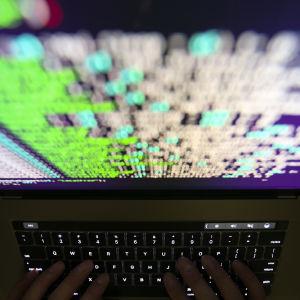 Källkod på en datorskärm i Taiwan