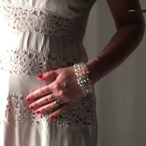 En vit spetsklänning från 1930-talet.