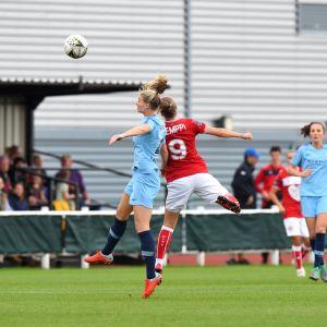 Juliette Kemppi i en match mot Manchester City.