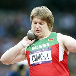 Nadezja Ostapchuk vann OS-guld i kula.