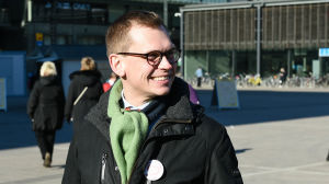 Bild på Antton Rönnholm vid Narinkens torg i Helsingfors