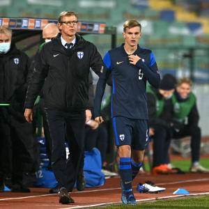 Förbundskapten Markku Kanerva skickar in Marcus Forss efter att Joel Pohjanpalo skadats.