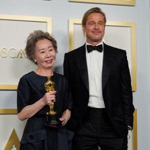 Brad Pitt ja Yuh-Jung Youn.