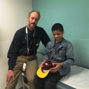 Hans Kersten träffar Robert, 11 år, på sjukhuset.