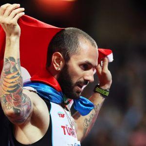 Ramil Guliyev med den turkiska flaggan