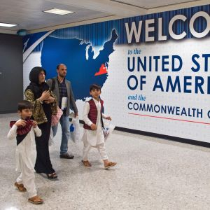 Muslimsk familj på Dulles International Airport, i Virginia 29.6.2017