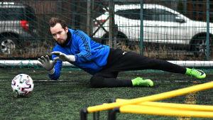 Carljohan Eriksson under en fotbollsträning 2021.
