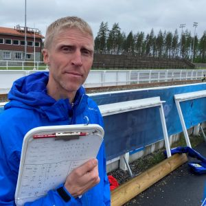 Jonne Kähkönen Kontiolahden ampumahiihtostadionilla.