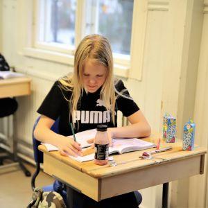 Amilda Melanilla oli omat eväät koulussa JHL:n lakon takia.
