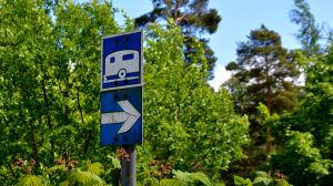 Vägmärke som pekar ut område för husvagnar