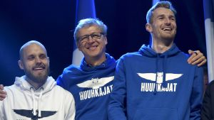Teemu Pukki, Markku Kanerva och Lukas Hradecky vid folkfesten.