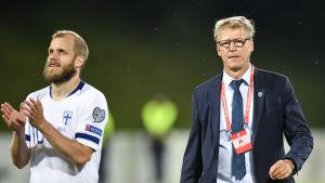 Teemu Pukki och Markku Kanerva efter EM-kvalmatchen i Liechtenstein.