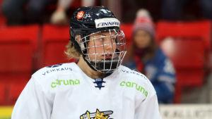 Ronja Savolainen på isen.