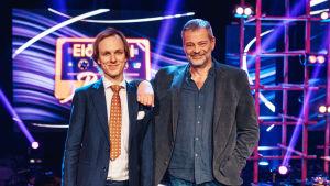 Kosketinsoittaja Joonas Kasurinen setänsä Roman Schatzin kanssa.