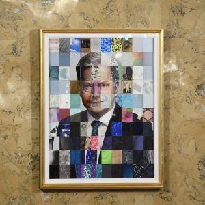 Det officiella porträttet av president Sauli Niinistö är en mosaik.