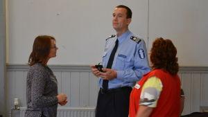 röda korset i diskussion med polisen