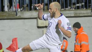 Finlands Teemu Pukki firar ett mål i matchen mot Armenien.