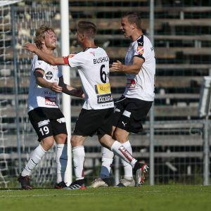 Jonni Thusberg firar sitt mål i cupmatchen mot Ilves.