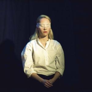 Maria Matinmikko istuu silmillään side