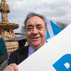 SNP:s tidigare ledare Alex Salmond i Skottland som för kampanj för sitt nya parti Alba