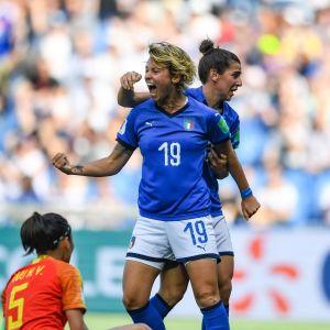 Valentina Giacinti firar mål.