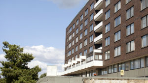 Centralsjukhuset i Kotka har en röd tegelfasad.