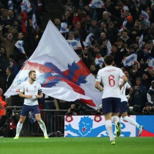 Englands spelare jublar efter ett mål av Harry Kane